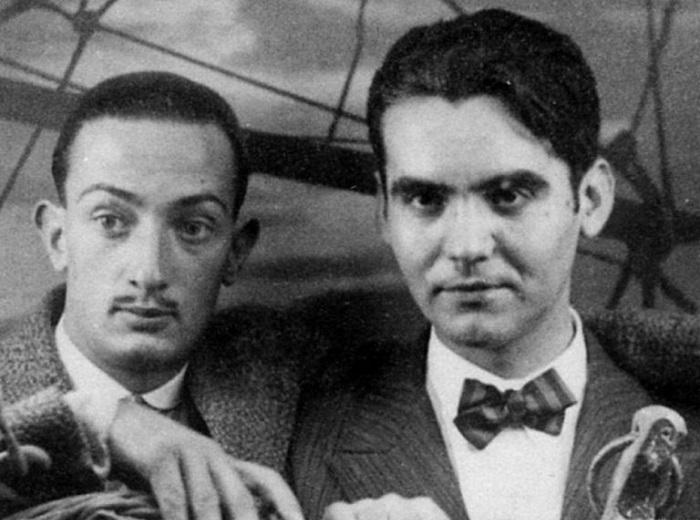 Сальвадор Дали и Федерико Гарсиа Лорка. До конца жизни Дали сохранял трепетное отношение к покойному другу, а сначала долго не мог поверить в то, что его убили.