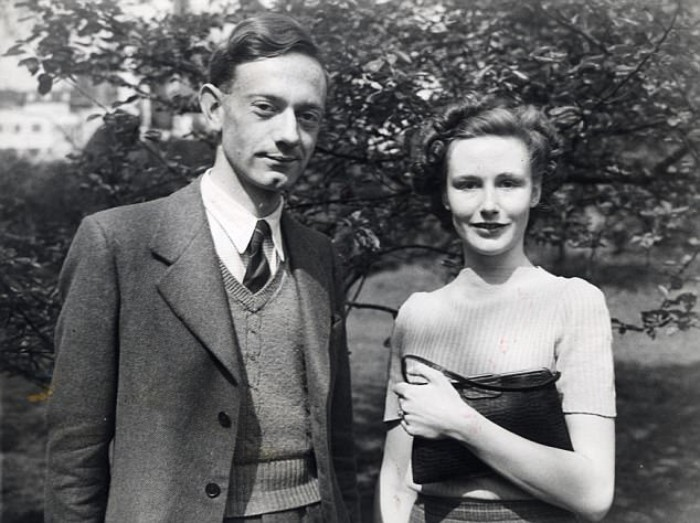 Кристофер Милн и его невеста Лесли, 1948