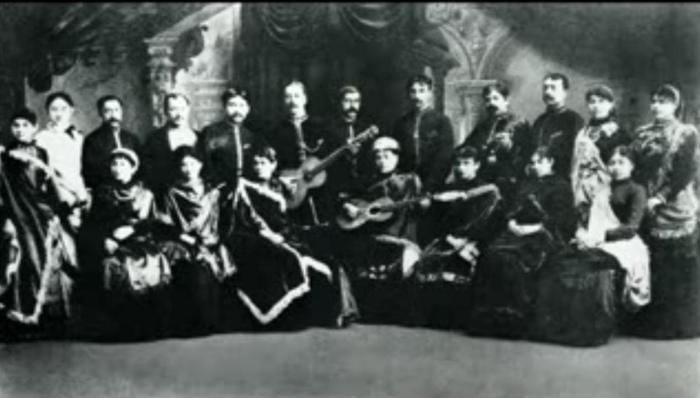 Цыганские хоры сманивали певиц. Надо сказать, что в жёны русские поклонники охотнее брали именно цыганских хористок, так что для всякой певицы из низов это был отличный шанс.
