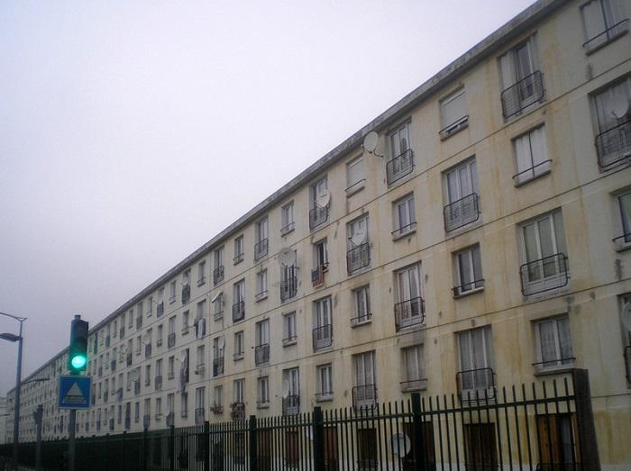 Французская типовая многоэтажка послевоенной постройки.