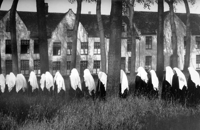 Орден бегинок: женщины, которая маскировались под монахинь, чтобы жить свободной жизнью. Фотограф Эдуар Буба.