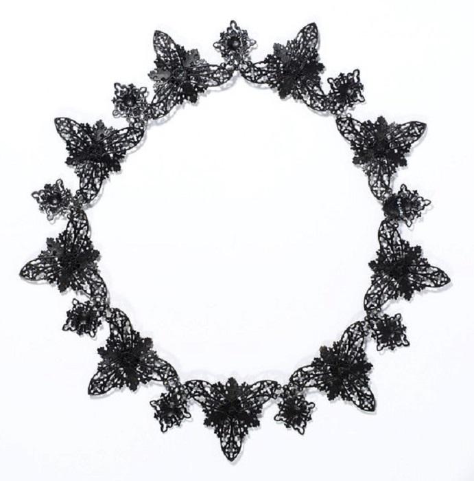 Ожерелье из чугуна.