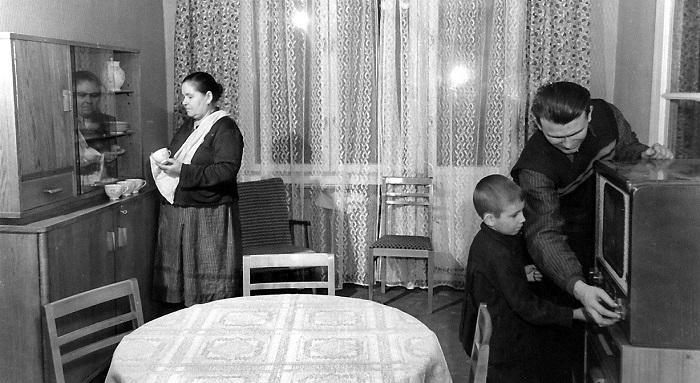 Предполагалось, что советскому человеку дома не нужно будет хранить много вещей.