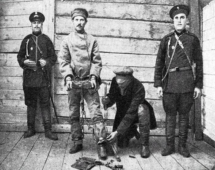 На каторге можно было оказаться за убийство, а можно было за то, что «лайкал и репостил» Белинского.