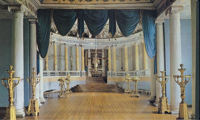 Театр Шереметева был богатейшим в Европе, но в комнатах танцовщиц топили только когда одна из них заболевала и посылала прошению графу хотя бы день подержать комнату в тепле.