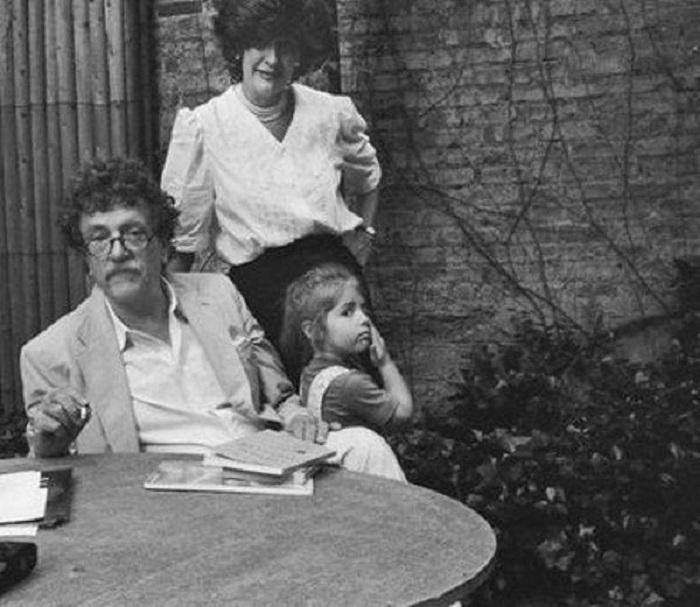Курт, Джилл и их младшая дочь.