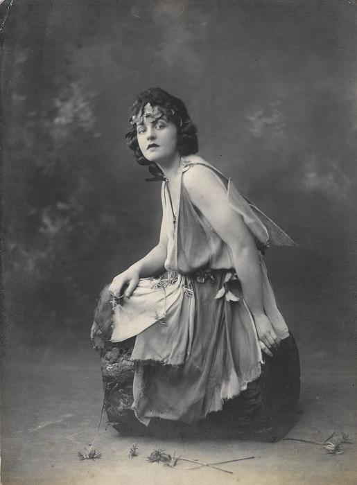Памела Трэверс в образе.