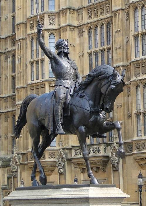 Памятник королю Ричарда в Англии.