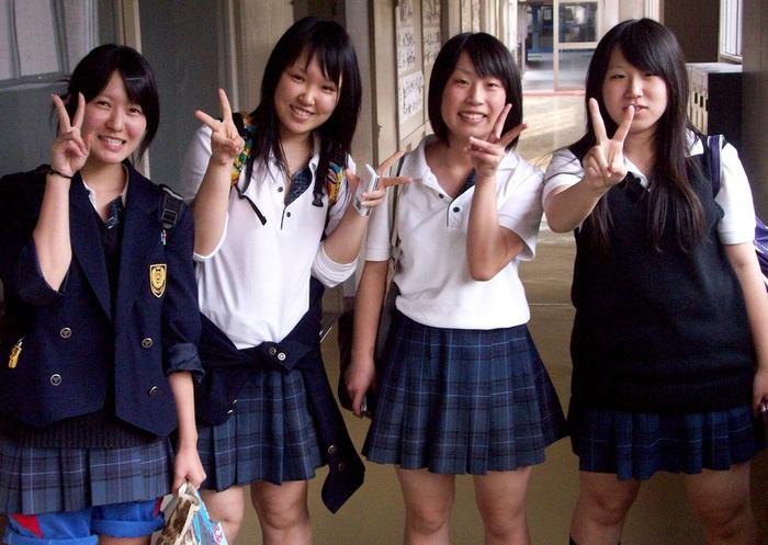 Японка даже не подумает говорить командным тоном или просто без вежливых оборотов.