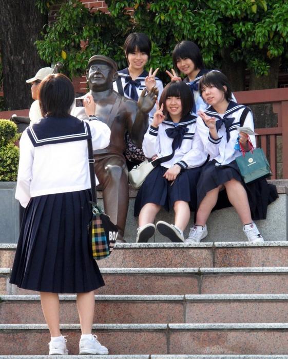 Японские девушки потихоньку становятся смелее.
