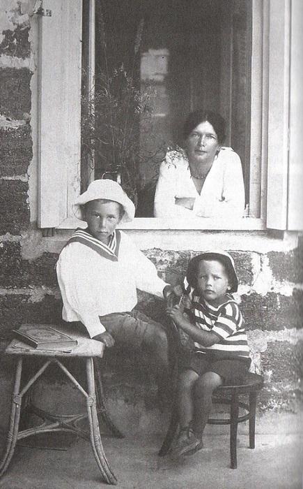 Аделаида Герцык с сыновьями.