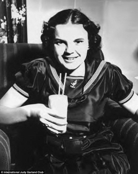 Чтобы тринадцатилетняя Джуди справлялась с работой, ей выдавали наркотики.