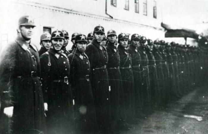 Один из вариантов милиционерской формы в двадцатые года