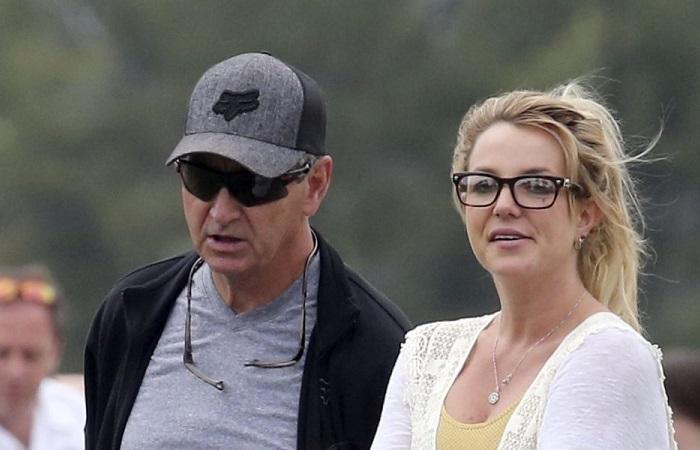 Освободить Бритни Спирс: почему фанаты уверены, что певице нужна помощь.