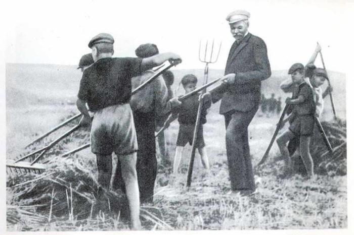 Макаренко делал ставку на труд, но любой труд, лишь бы занять детей, не годился.