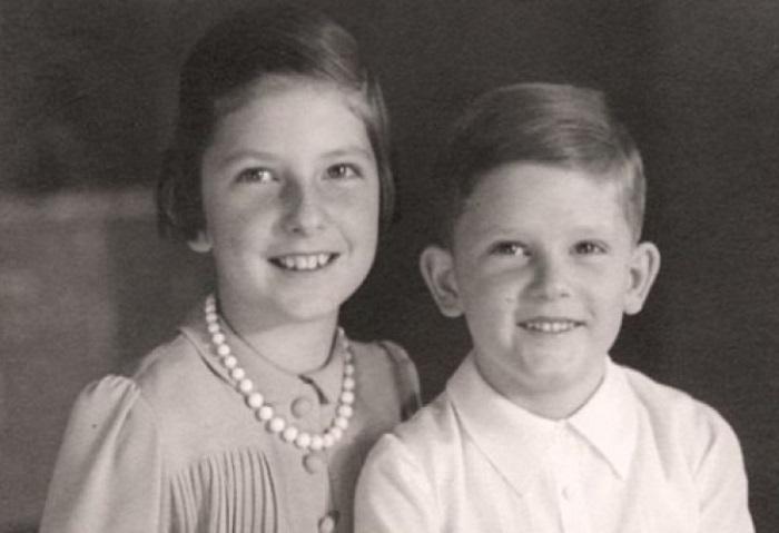 Маленькая Мария Луиза с братом Симеоном.
