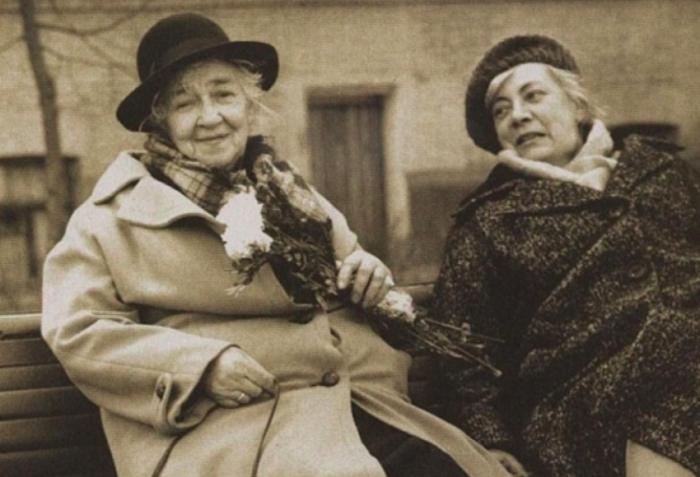 Фаина Раневская с сестрой, Изабеллой Фельдман.