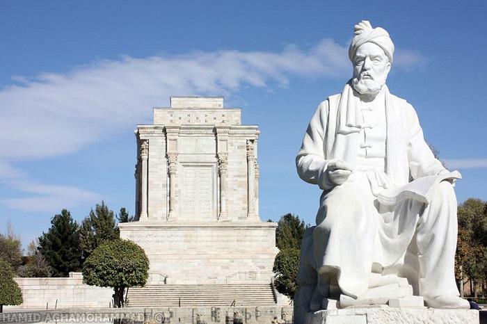 Памятник Фирдоуси.