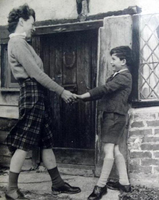 Памела Трэверс с сыном Камиллом.