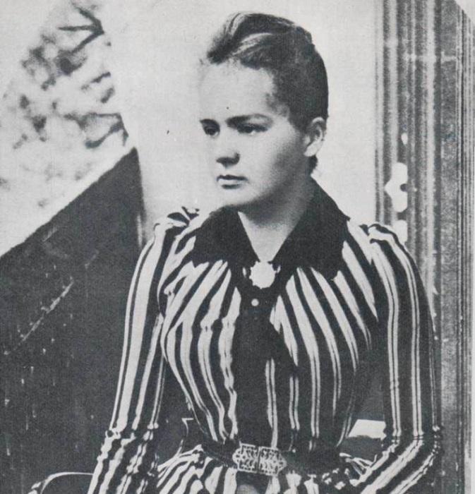 Юная Мария Склодовская, будущая Кюри, училась в подпольном университете до переезда во Францию.