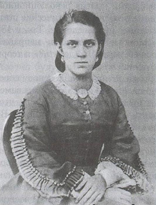 Анна Сниткина выполняла для мужа много разной работы, связанной с его литературной деятельностью.