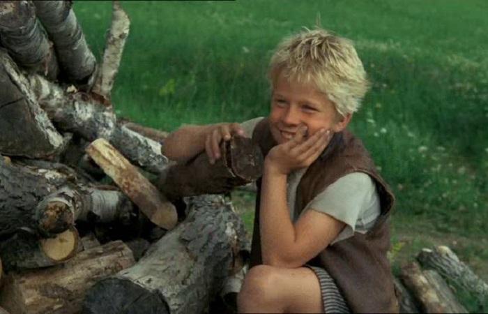 Кадр из шведского фильма о Расмусе-бродяге, мальчике, который сбежал из приюта и стал дружить с незнакомым мужчиной.