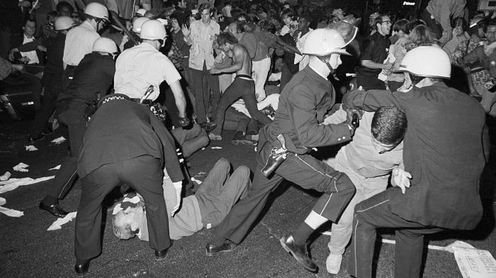 Расследование показало, что полицейские напали на демонстрантов даже без каких-либо провокаций. Они так понимали защиту страны.