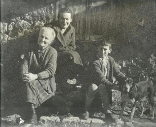 Софья Пиленко с дочерью и внуком, за несколько лет до оккупации.