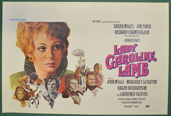 В фильме *Леди Кэролин Лэм* обыгрывается постоянное переодевание женщин Байрона в мужские костюмы.