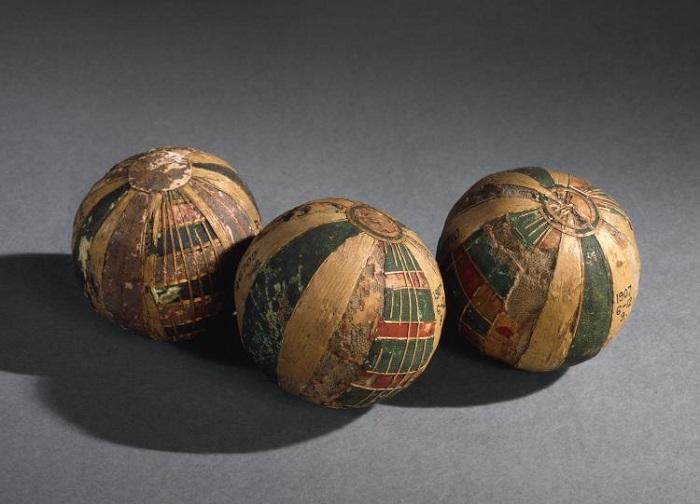 Играли в мячи практически по всему миру.