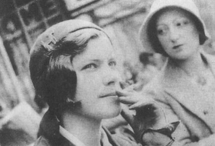 Ирина Эренбург в дни жизни в Париже.