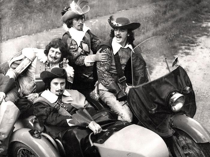 Советские артисты (Смирнитский, Смехов, Старыгин и Боярский) отбросили сияние харизмы и на книгу, по которой был снят фильм.