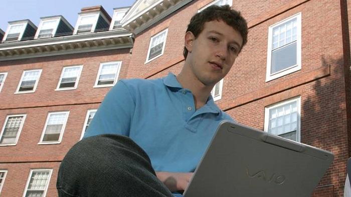 Для своей первой социальной сети Цукерберг вскрыл базу данных университета.