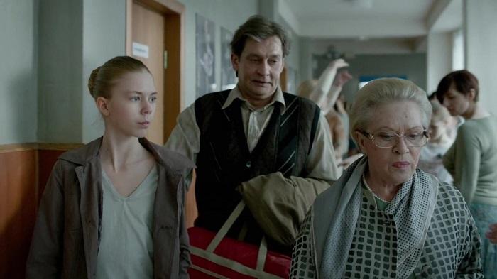 Юля из банды карманников на самом деле рождена для балета, но доказать это непросто. Кадр из фильма  «Большой».
