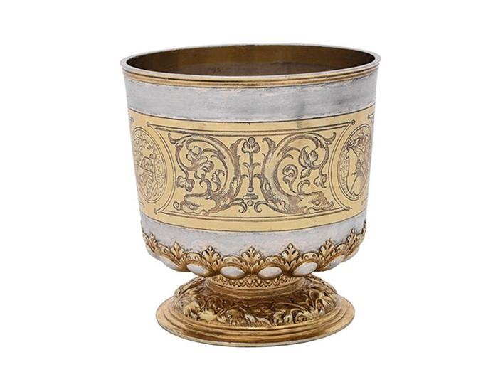 Один из предметов коллекции, переданной в Британию: серебряная чаша.