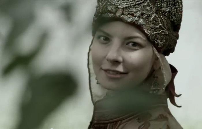 Кристина Екатериничева в роли Агафьи в сериале *Романовы*.