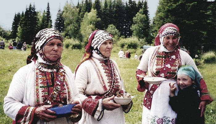 В наше время народные костюмы бесермянки надевают только ради национальных праздников.