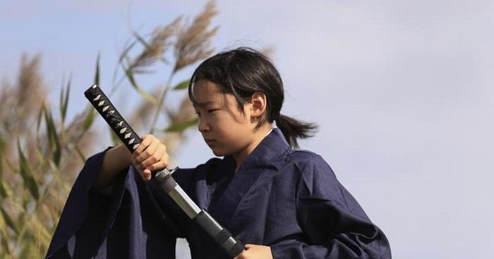 Чем чаще были войны, тем больше девочек обучали владению мечом и верховой езде.