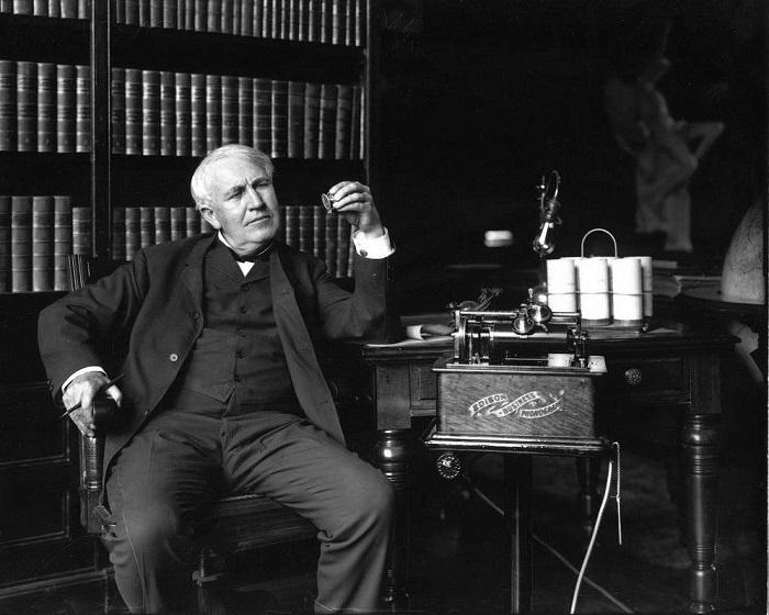 Томас Алва Эдисон.