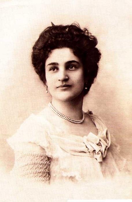 Мирра Лохвицкая была при жизни популярной поэтессой. Её любили и критики, и читатели.