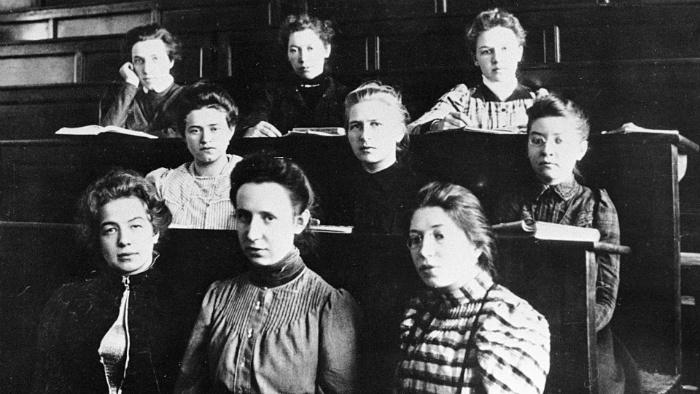 Исследователи говорят, что дорогу женщинам в высшее образование буквально проломили россиянки.