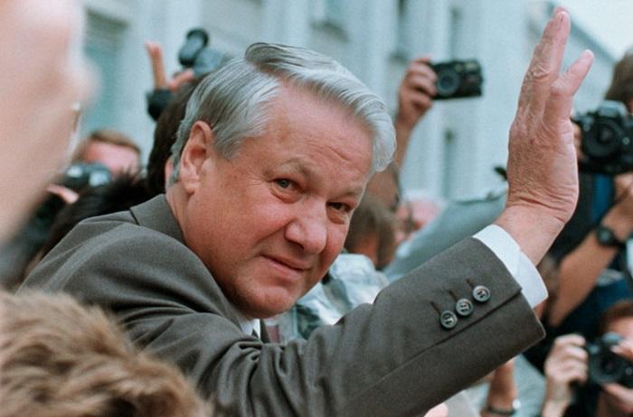 Сторонники теории, что Ельцин умер в 1996 году, уверены, что подписанные им после этого документы недействительны и должны быть пересмотрены.
