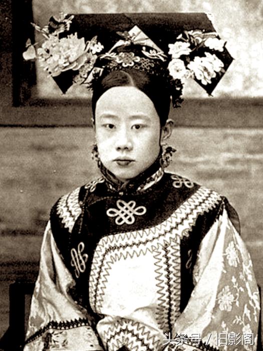 Ни одна девушка Китая не имела права выйти замуж, пока император не откажется от неё.