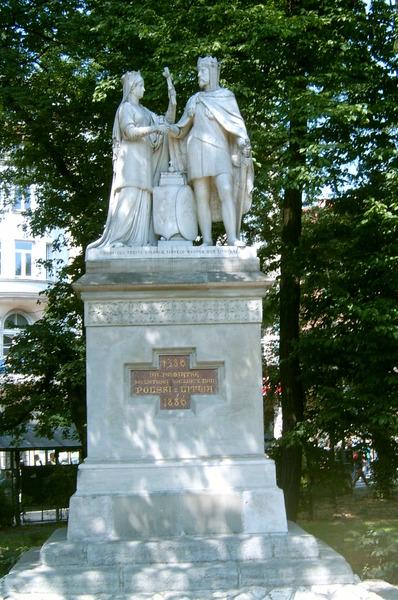 Памятник союзу Ядвиги и Ягайло.