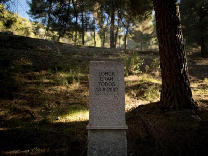 Все они были Лоркой. Надпись на братской могиле.