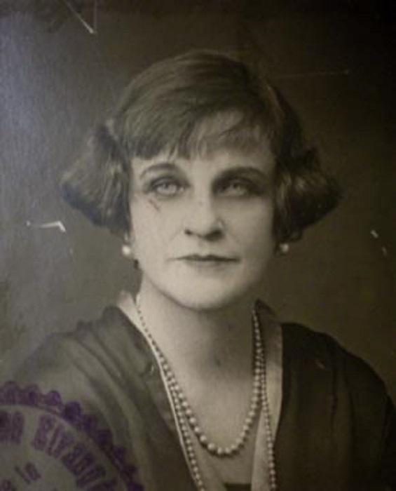 Тэффи успешно зарабатывала и в эмиграции. Тем временем её книги публиковали, не выплачивая гонорара, в СССР.