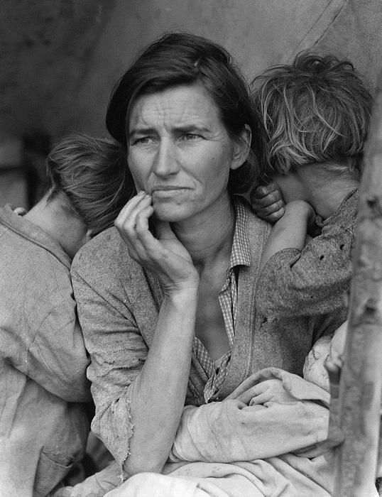 Мать-переселенка, или Посмотрите в её глаза. Фотография была известна под обоими названиями.