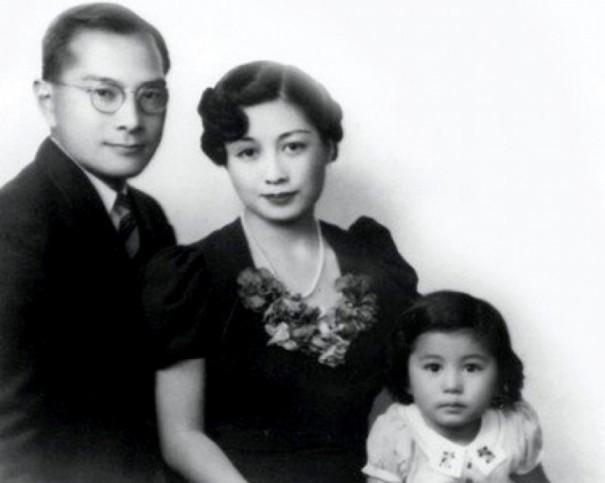 Семья Оно с маленькой Йоко