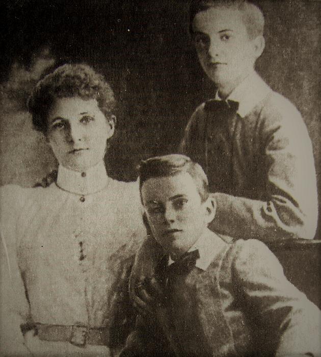 Жена и дети Миклухо-Маклая.
