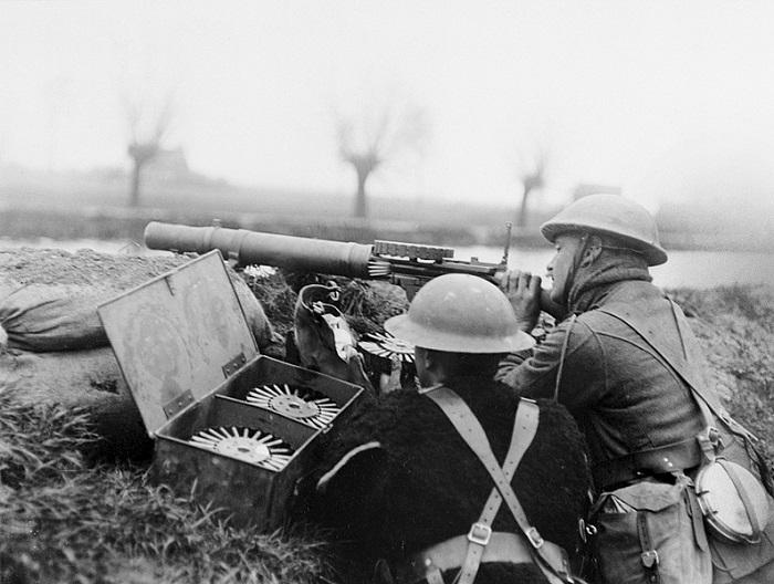 Пулемёты и пулемётчики времён Первой Мировой выглядели порой гротескно.